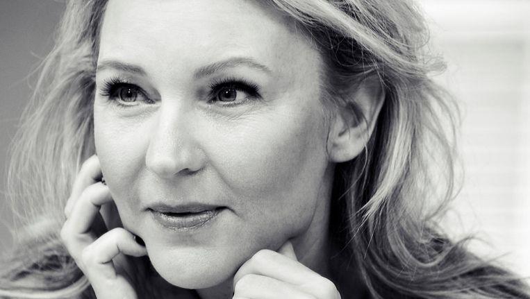 Schrijfster Saskia Noort: 'Ik wil me vrijer voelen, niet meer om de drie hoofdstukken met een cliffhanger komen' Beeld Carli Hermes