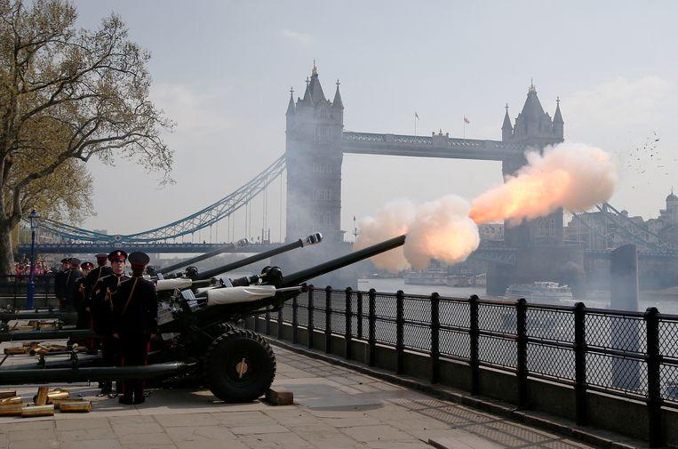 62 kanonschoten aan de London Tower Beeld REUTERS