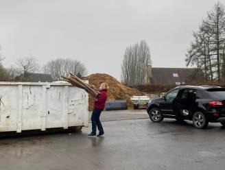 Lennik plaatst container voor niet opgehaald papier, Vlaams Belang vraagt ook in Roosdaal een oplossing