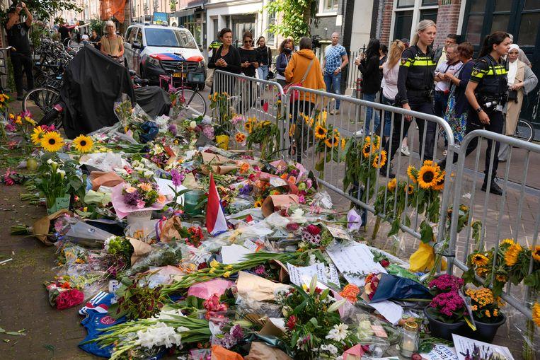 Bloemen op de plek waar de journalist werd neergeschoten. Beeld AP