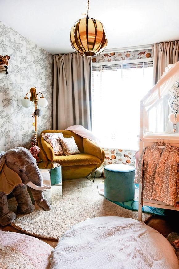 De kamer van Alexis is een mix van vintage met nieuwe objecten.