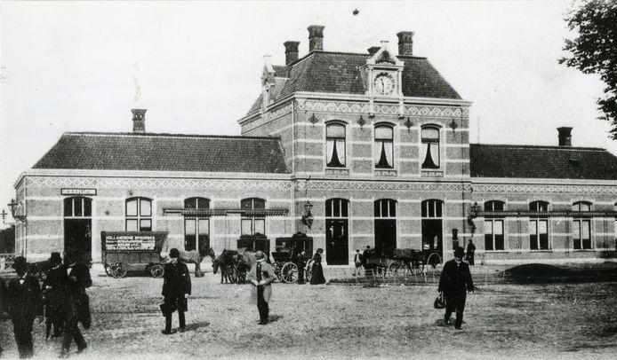 Het oude station van Gorinchem was het meest in het oog springende bouwwerk op de lijn Dordrecht-Geldermalsen.
