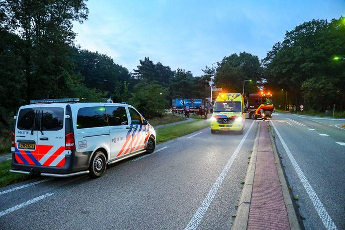 Verkeer dat vanaf de A50 kwam, passeerde het ongeval via de andere rijbaan. Een chauffeur plaatste zijn  wagen zo op de weg dat er minder gevaar was.