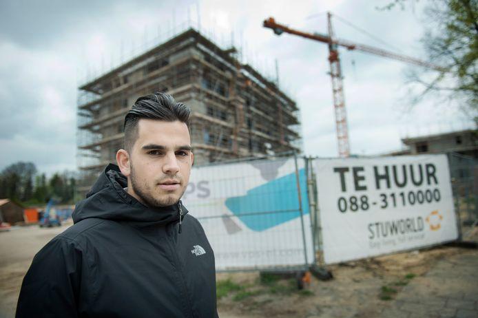 De dure  nieuwbouw aan de Genestetlaan. Rifki Holla protesteerde eeerder tegen de hoge huren.
