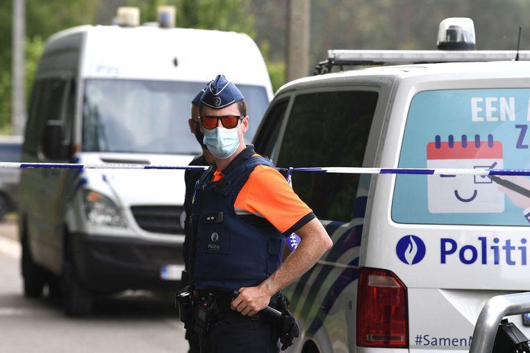 Belgische politie bij de plek waar het lichaam van Conings zondag werd gevonden. Beeld AFP