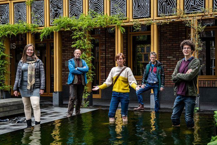 V.l.n.r.: Dee Timmermans, Paul Hendriksen, Mirjam Burema, Ernest Smeets en Job Kluck willen graag een burgerberaad over het klimaat houden.