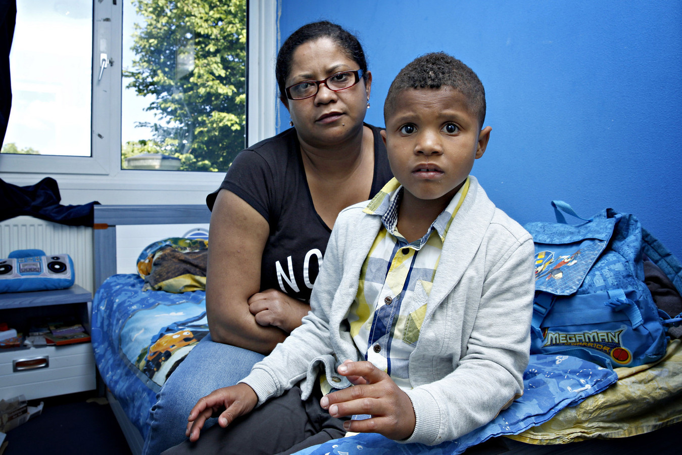 Veronica, de moeder van Tiago, is getraumatiseerd door de daad