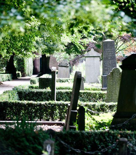 De tijd dringt, dus nam Heumen een bijzonder besluit: een graf in eigen achtertuin komt er