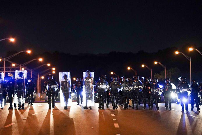 Uiteindelijk kwam de oproerpolitie op de snelweg in actie.