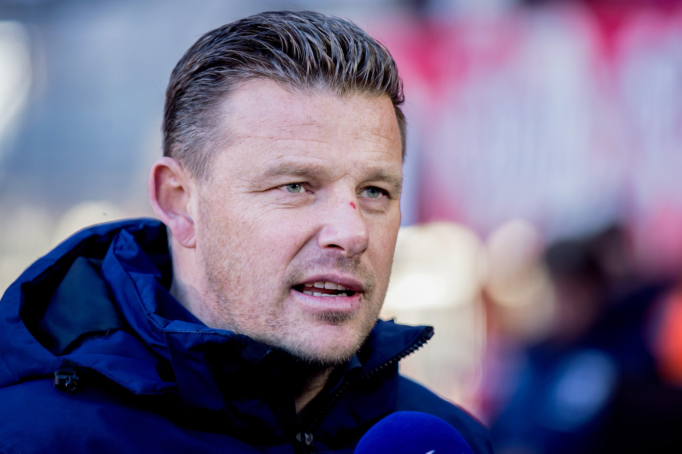 """John Stegeman baalt van het geblunder in zijn defensie, waarmee de nederlaag tegen FC Twente volgens hem ook werd ingeleid. ,,Het is vaste prik bij ons. Dit was Comedy Capers deel 2"""", foeterde hij."""