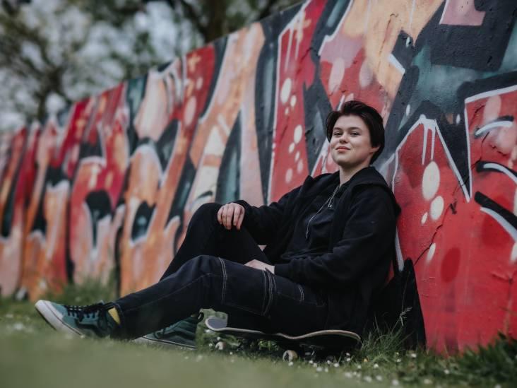 Sarah (17) kan zichzelf zijn in Steenbergen: 'Toen ik blauw haar had, keken mensen weleens om'