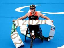 Paralympiër Jetze Plat maakt favorietenrol waar en prolongeert goud op triatlon, zilver dressuurequipe