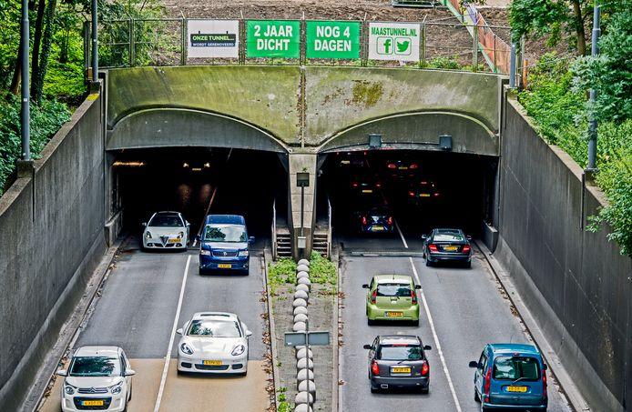Vlak voor de Maastunnel deels dicht ging reden er dagelijks bijna 60.000 voertuigen doorheen.