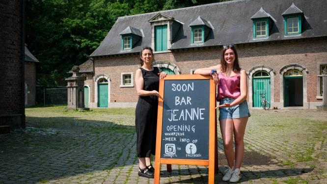 Séverine en Jaan presenteren BAR JEANNE: De pop-up bar gelegen op de prachtige pachthoeve in Drie Fonteinen