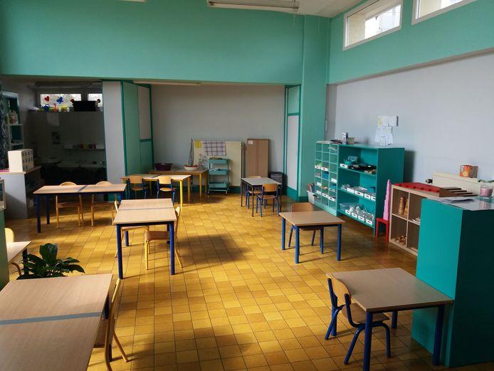 Une classe de maternelle aménagée suite à une formation en pédagogies alternatives.