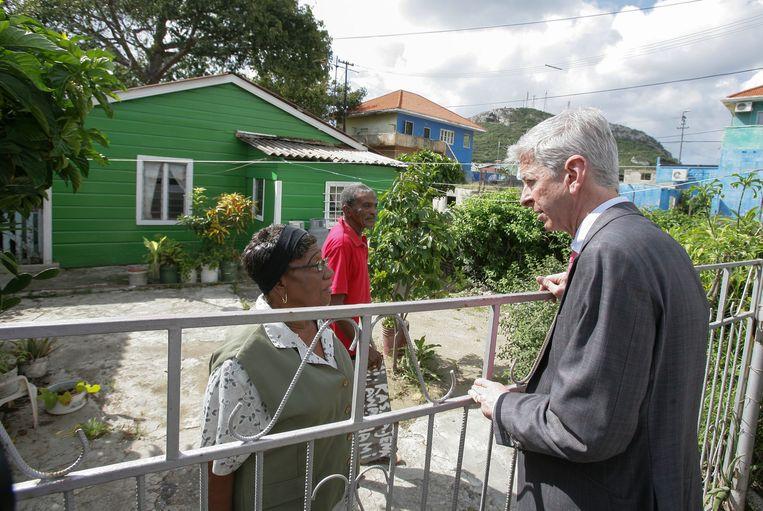 Minister Plasterk van Koninkrijksrelaties tijdens een bezoek aan Sint Maarten in januari 2013. Beeld ANP