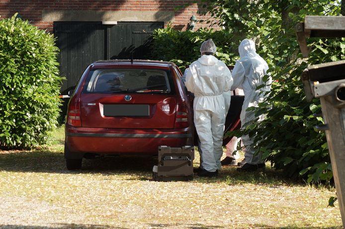 Dode man aangetroffen in auto in Vlijmen.