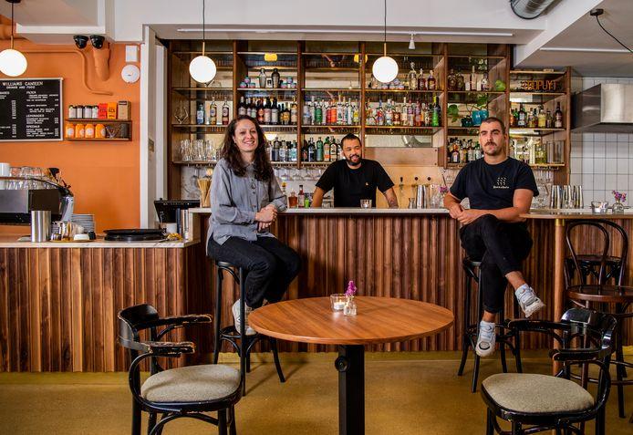Williams Canteen in Rotterdam. Mirjam van der Meijden (Manager), Aquiles Raphaëla en chef-kok Jip Boon.