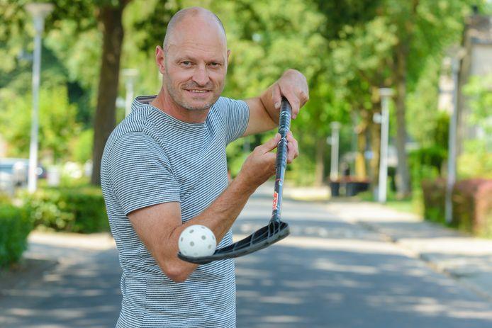 Edwin Nootenboom met stick en floorball-bal.