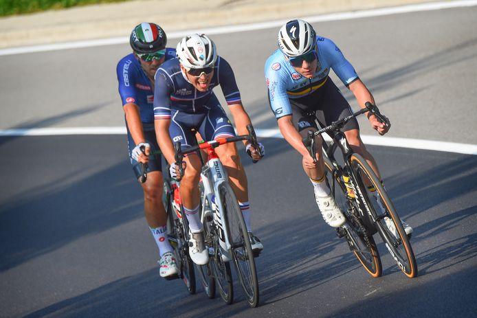 De Belg Remco Evenepoel (r), de Fransman Benoit Cosnefroy en de Italiaan Sonny Colbrelli (l).