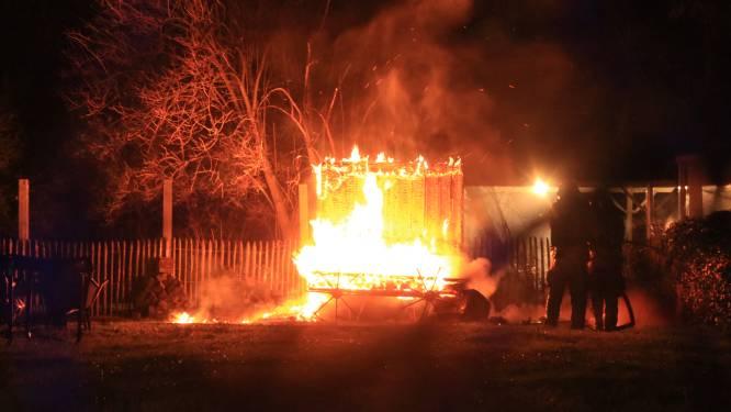 Sauna volledig verwoest door nachtelijke brand in tuin