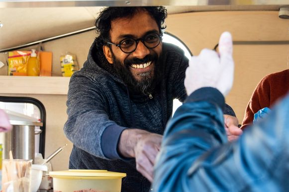 Mahesh stond afgelopen weekend met zijn foodtruck op het Twintig Achttien Festival op de Konijnenwei in Antwerpen.