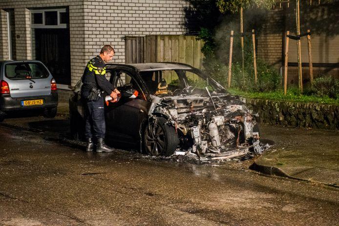 De auto op de Ottenhofstraat in Groesbeek is een total loss.