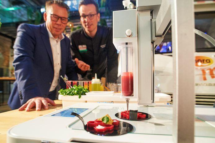 De Food Inspiration Days op de Noordkade in Veghel in 2018. Rode biet met witte peper en cardemon met een 3D-printer gemaakt bij de stand van Verstegen.