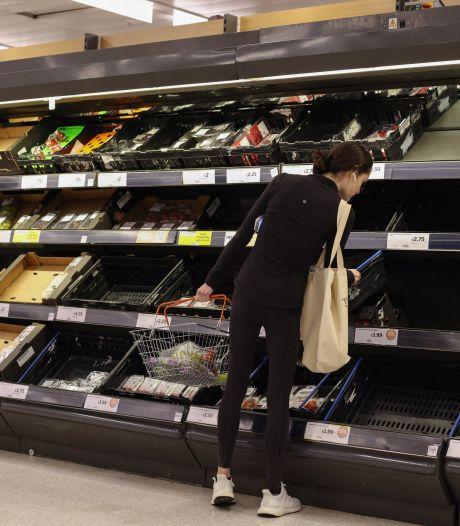 Britse supermarkten verhullen lege schappen met foto's