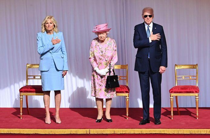 Jill en Joe Biden met Queen Elizabeth.