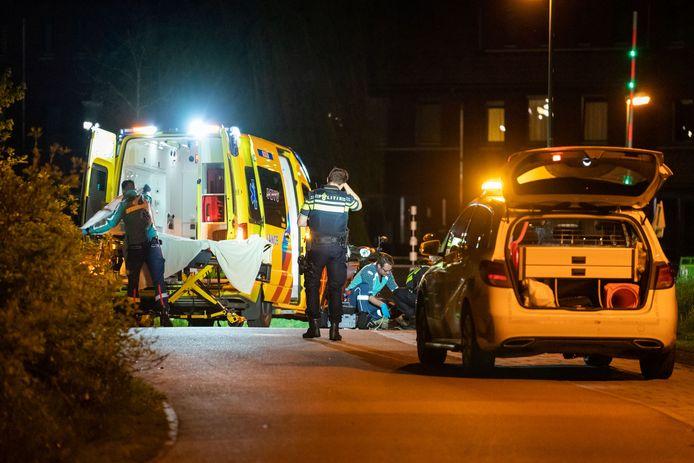 Op het Hofstadpad in Houten is zondagnacht een ernstig ongeluk gebeurd. Een scooterrijder en twee dames op een fiets kwamen met elkaar in botsing waarna een harde valpartij volgde.