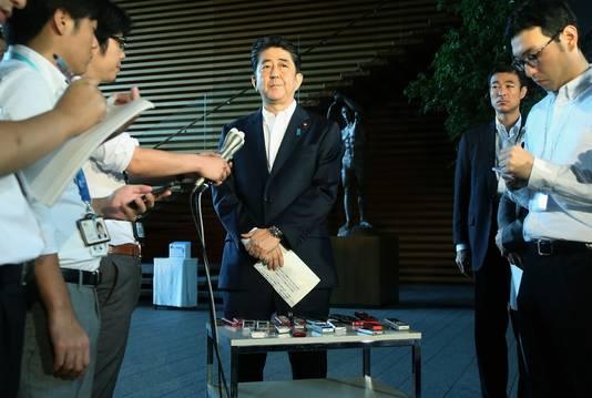 De Japanse premier Shinzo Abe tijdens een persconferentie vandaag.
