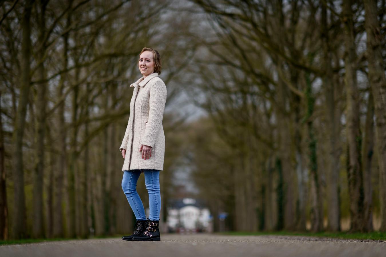 De 24-jarige Almelose Eva Visser uit Almelo is herstellende van borstkanker en schreef daar een boek over. Dat wordt op 11 mei  gepresenteerd.