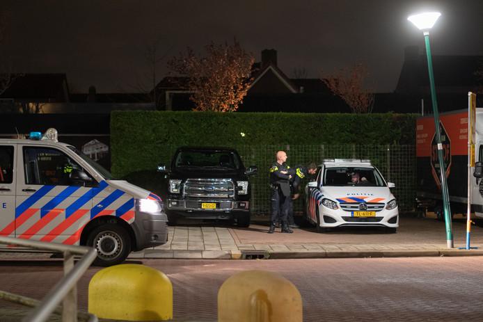 De politie wacht op een arrestatieteam in Zegveld.