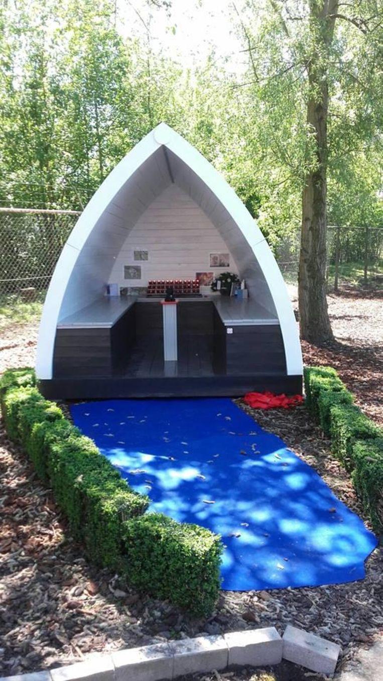 De herdenkingskapel aan hondenhotel Urok & Dreams.