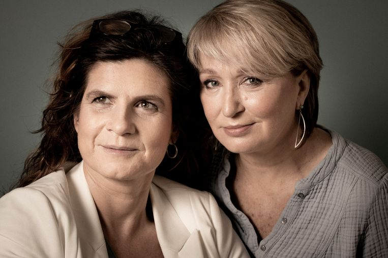 Nathalie Basteyns en Lieve Blancquaert in 'Let's Talk About Sex' Beeld VRT