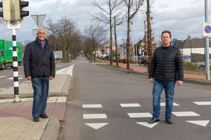 Roland Sniekers (links) en Mike Bérénos bij De Run 4200 in Veldhoven, waar de nieuwe snelfietsroute doorheen moet lopen.