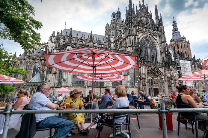 Terras voor de Sint-Jan in Den Bosch, afgelopen zomer.