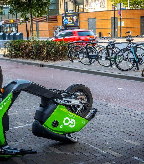 Meisje rijdt 's nachts met drank op en zonder rijbewijs op scooter Go Sharing