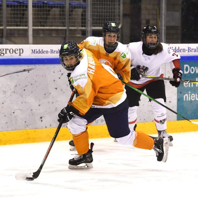 De Tilburgse Kayleigh Hamers tijdens een oefeninterland van Oranje tegen Oostenrijk.