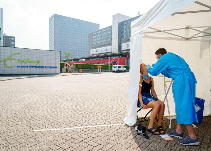 Een coronatest in Rotterdam, foto ter illustratie