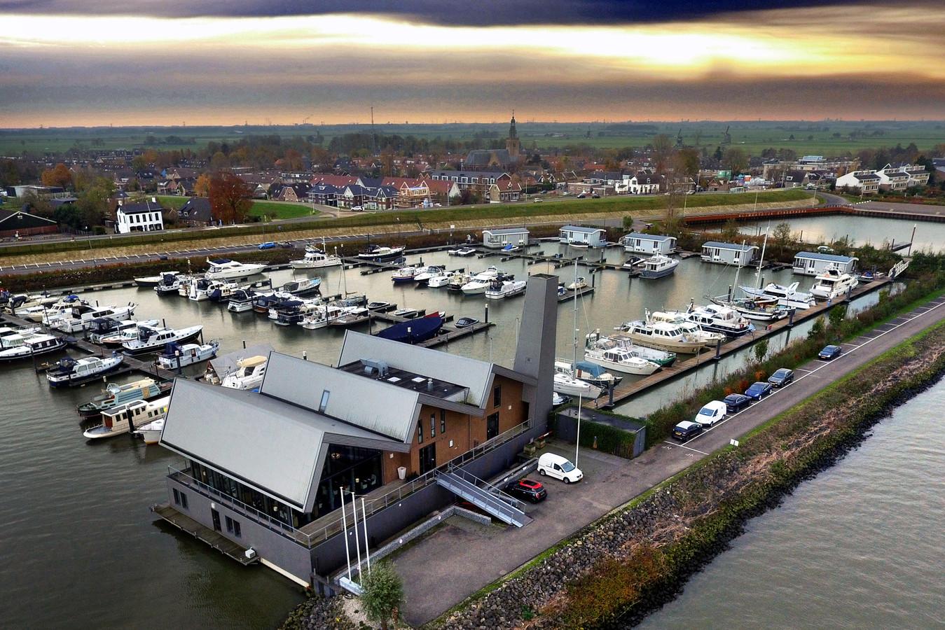 De voormalige Limonadefabriek in de haven van Streefkerk.