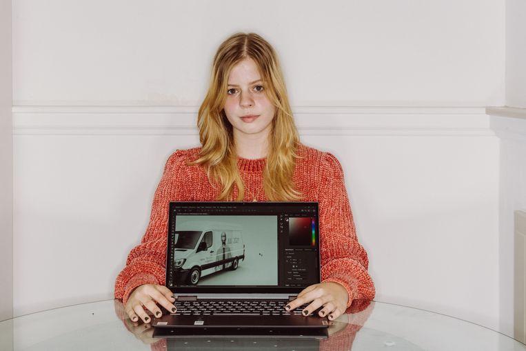 Lara Heylen (18) gaat 'Illustratie' studeren: 'Een job vinden die me gelukkig maakt, dat is een zorg voor later.' Beeld Wouter Maeckelberghe