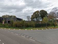 Rechter buigt zich over het lichtknopje van de reclame in Harderwijk, na klachten van de buren