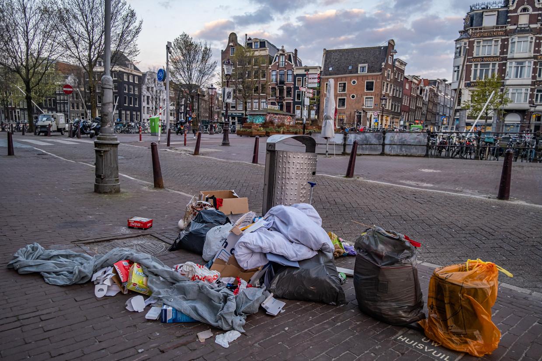 De hoeveelheid huishoudelijk afval door de lockdowns en het thuiswerken is enorm gestegen. Beeld Joris van Gennip