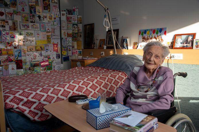 Elza Roels viert op 1 december haar 106de verjaardag en kreeg al meer dan 250 kaartjes met wensen.