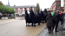 De koets met de vier paarden op het Simonsplein voor de Catharinakerk.