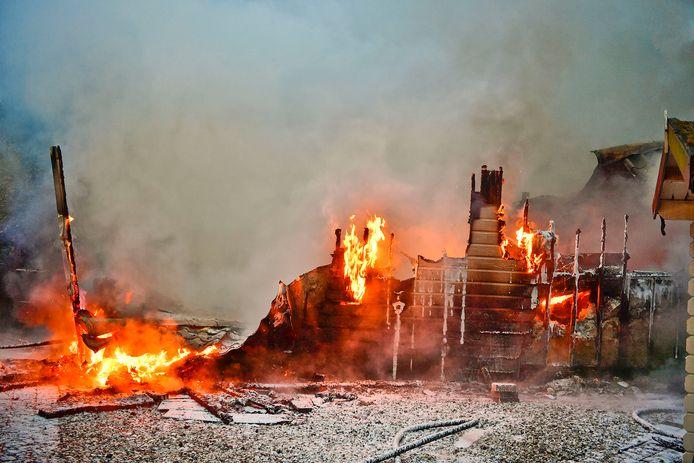 De brand brak uit op camping De Zwarte Bergen.