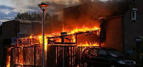 Brand verwoest schuur in Helmond, derde brand in een week tijd in dezelfde wijk: politie start onderzoek