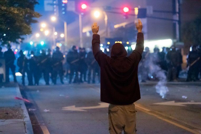 De burgemeester van Atlanta waarschuwt voor het coronavirus nu mensen massaal de straat op gaan om te protesteren. Beeld AFP